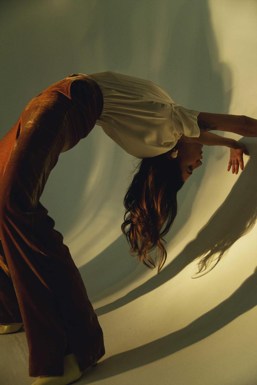 Американская певица Victoria Monét в платье украинского дизайнера - фото №5