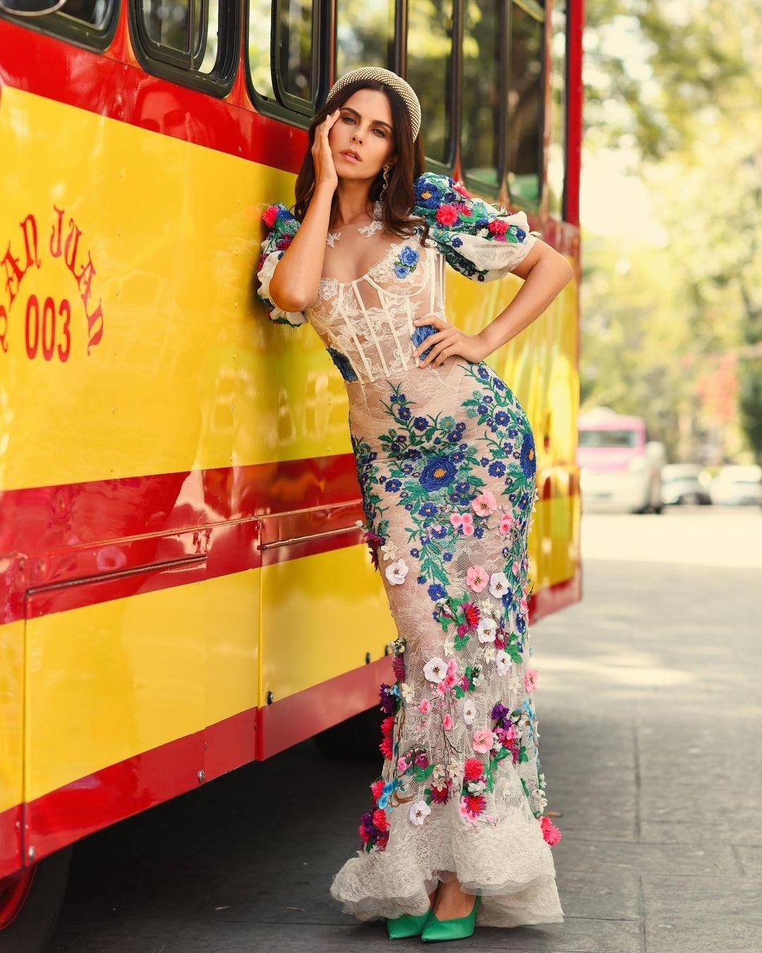 NK | Настя Каменских впечатлила новыми снимками в роскошном образе мексиканки - фото №3