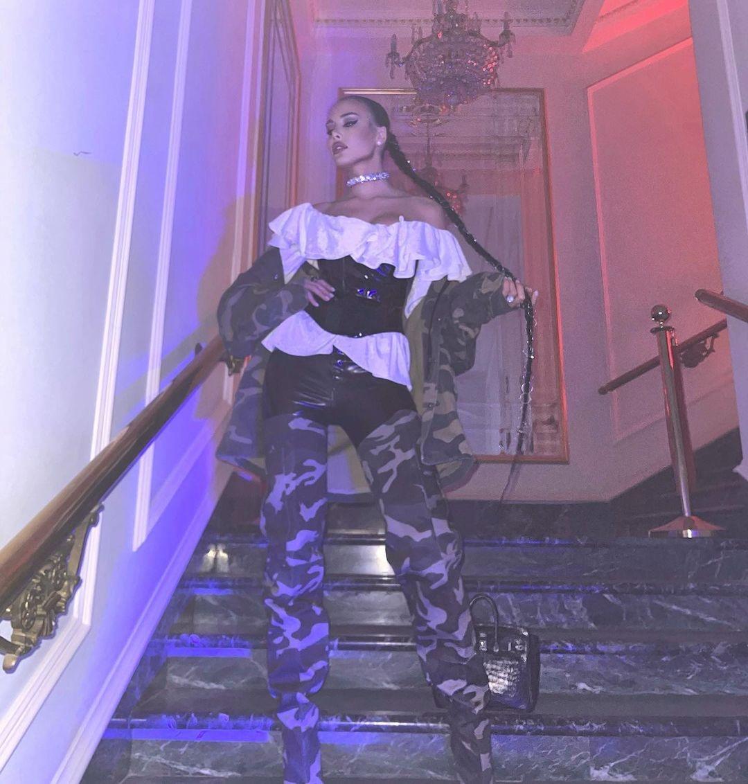 Костюмированная вечеринка в стиле кибер-барокко: как Настя Ивлеева отметила юбилей - фото №5