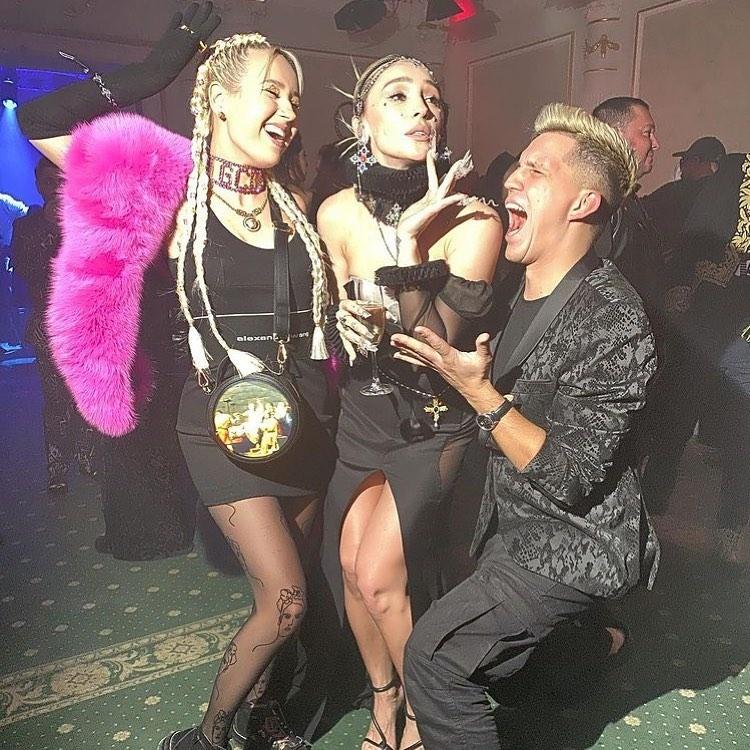 Костюмированная вечеринка в стиле кибер-барокко: как Настя Ивлеева отметила юбилей - фото №4