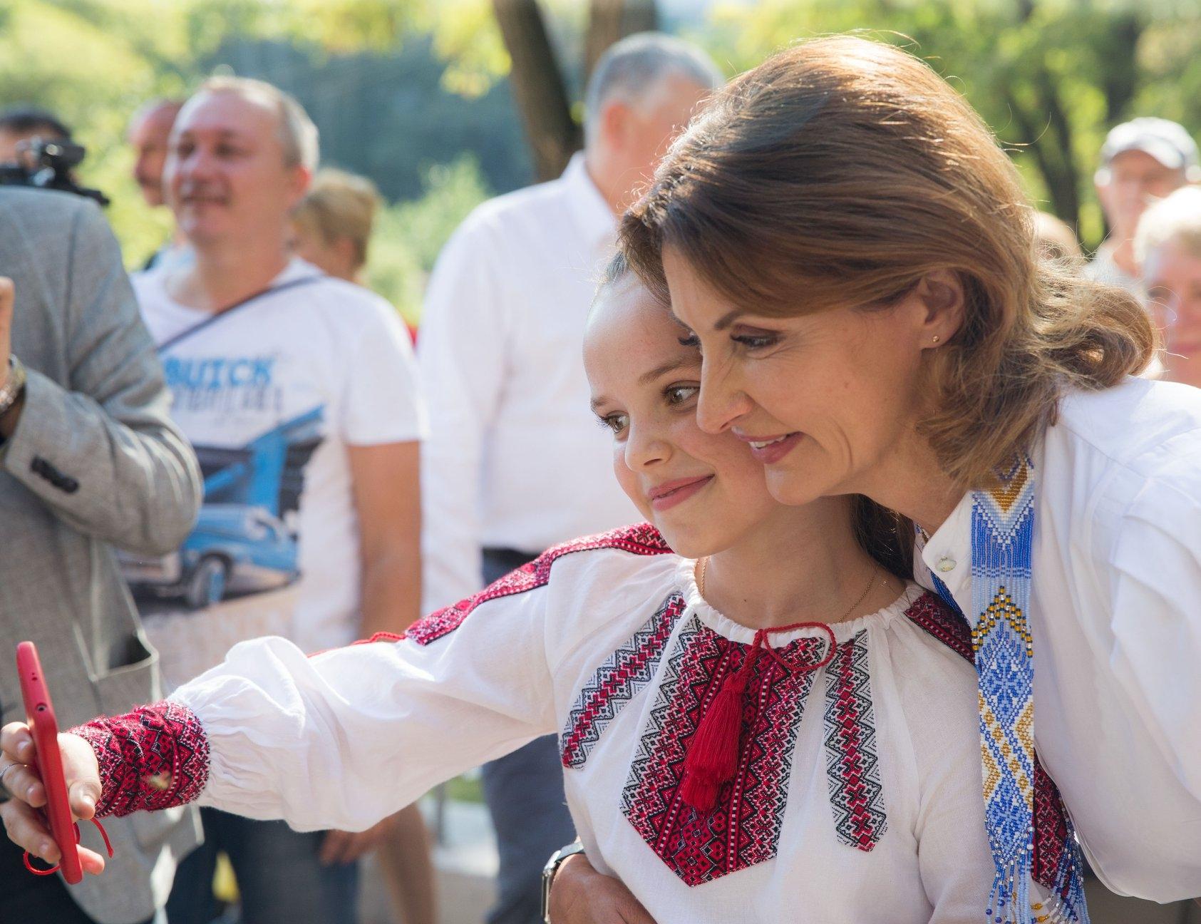 Марина Порошенко до сих пор носит ожерелье из освобожденного Славянска - фото №1