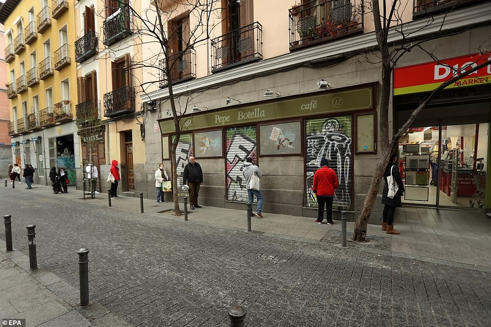 В Испании за нарушение карантина оштрафовали 31 000 людей - фото №1