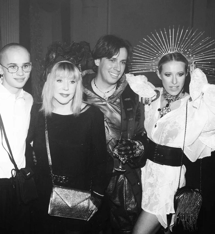 Костюмированная вечеринка в стиле кибер-барокко: как Настя Ивлеева отметила юбилей - фото №3