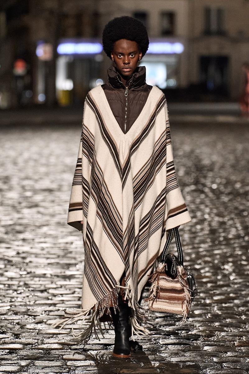 Полосатые пончо и платья из остатков ткани: обзор новой коллекции Chloé (ФОТО) - фото №6