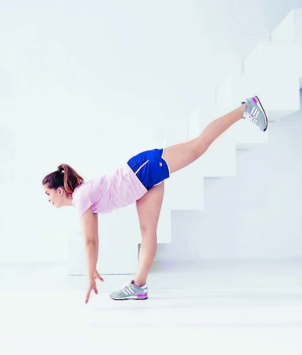 Упражнение 2: наклон вперед с подъемом ноги и бег