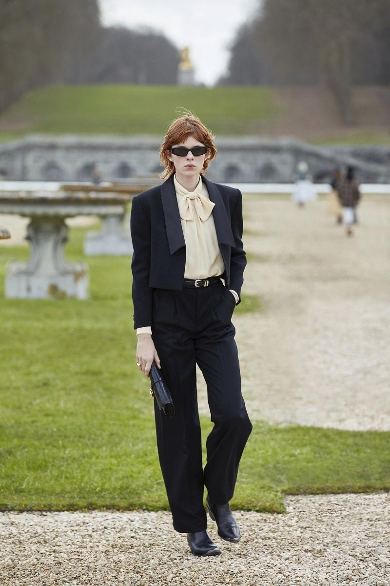 Гламурные платья и сапоги-казаки: смотрите, как прошел показ Celine в Версальских садах (ФОТО) - фото №4
