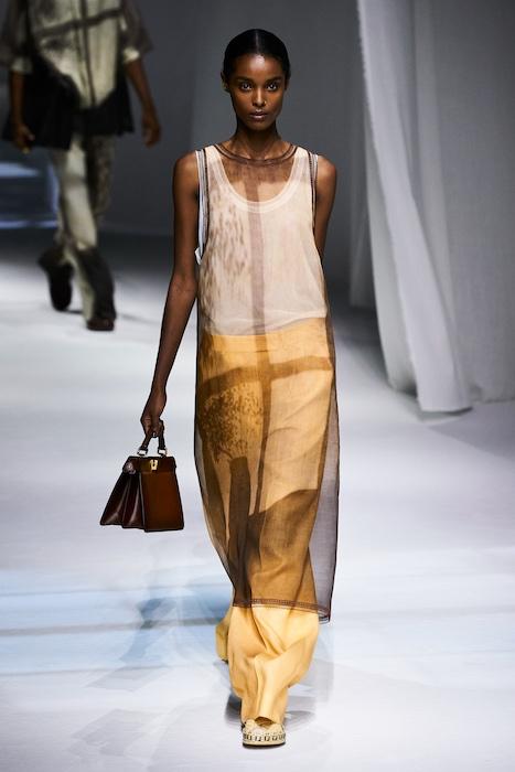 Неделя моды в Милане: Fendi выпустили коллекцию, вдохновленную карантином и пандемией (ФОТО) - фото №1