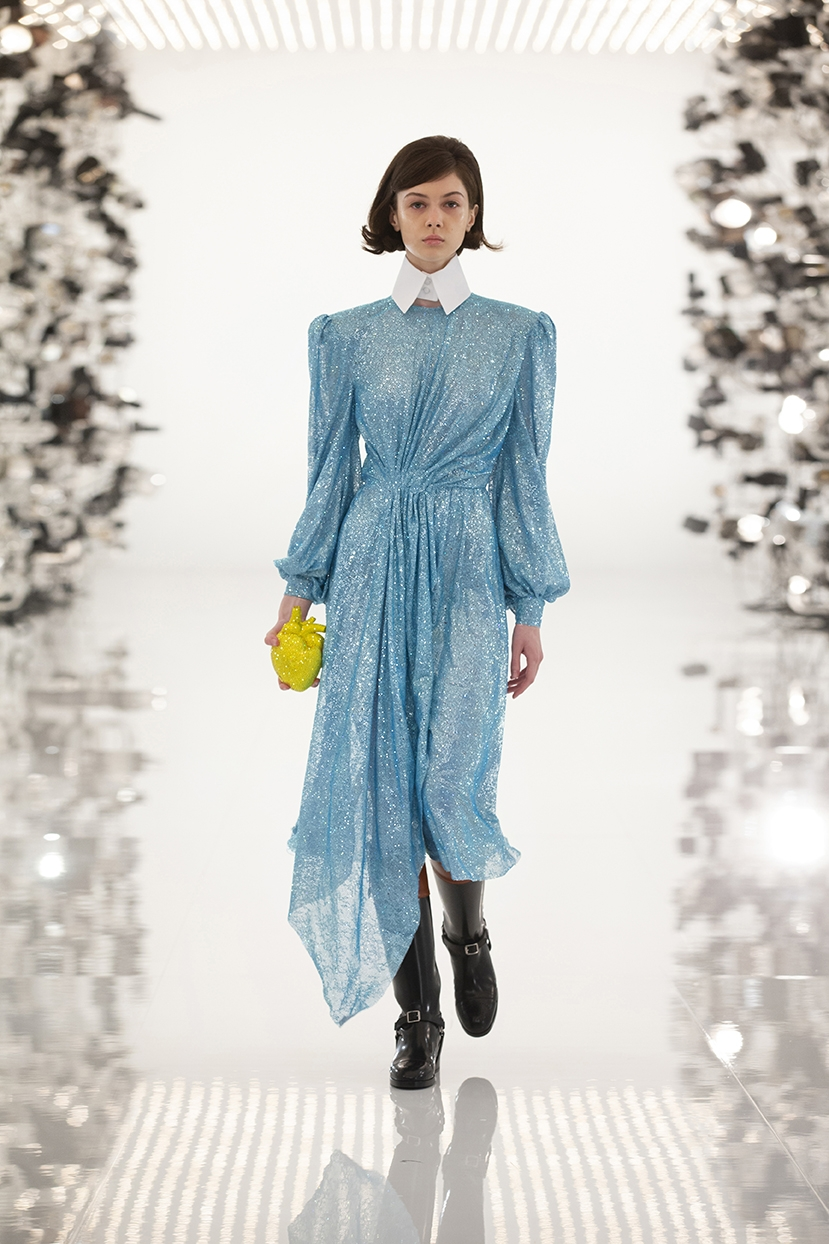 Огромные плечи и сумки в виде сердца: Gucci представили коллаборацию с Balenciaga (ФОТО) - фото №4