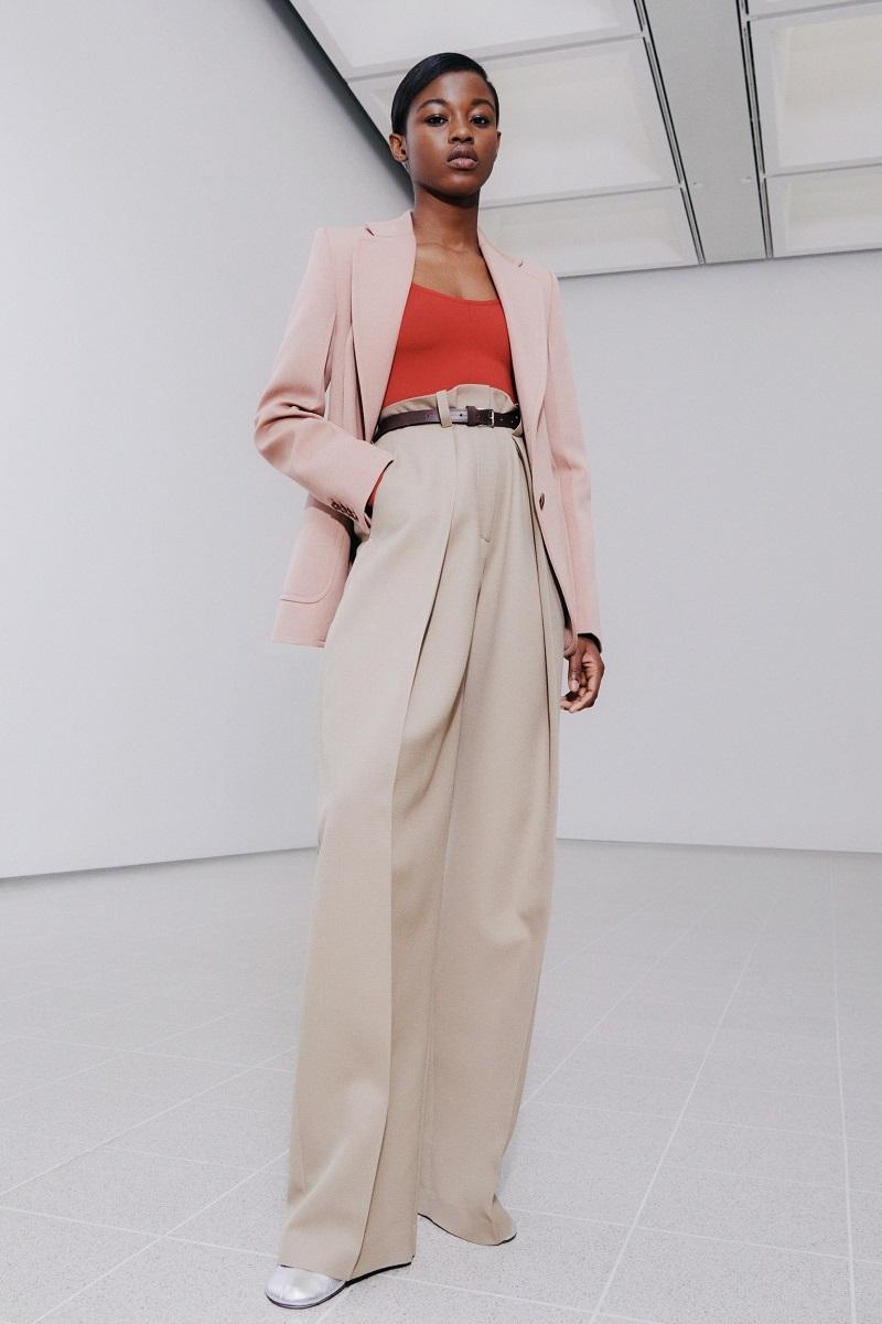 Цветочные платья и элегантные костюмы: обзор новой коллекции Victoria Beckham (ФОТО) - фото №1