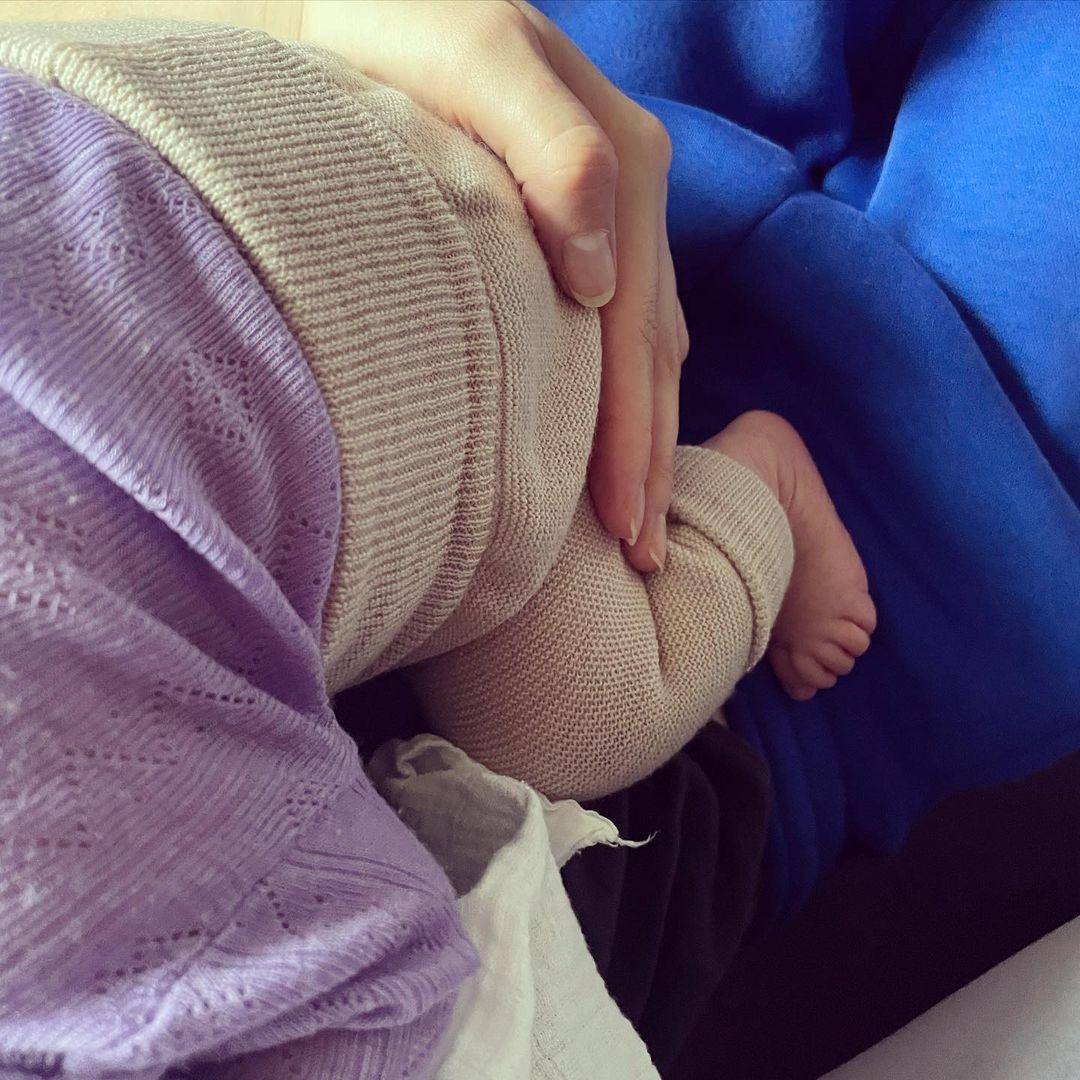 Модель Тони Гаррн и актер Алекс Петтифер впервые стали родителями - фото №1