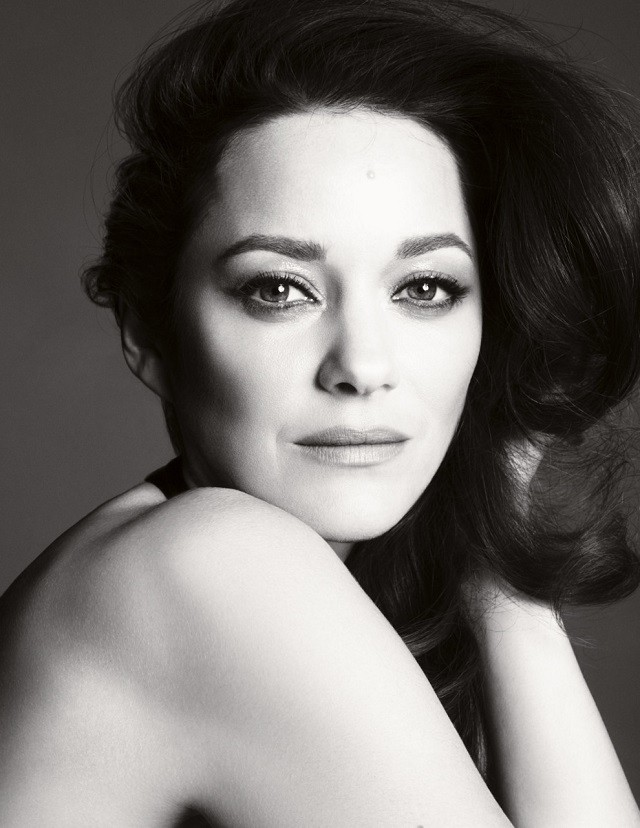 Новым лицо культового аромата Chanel №5 стала французская актриса — Марион Котийяр - фото №1