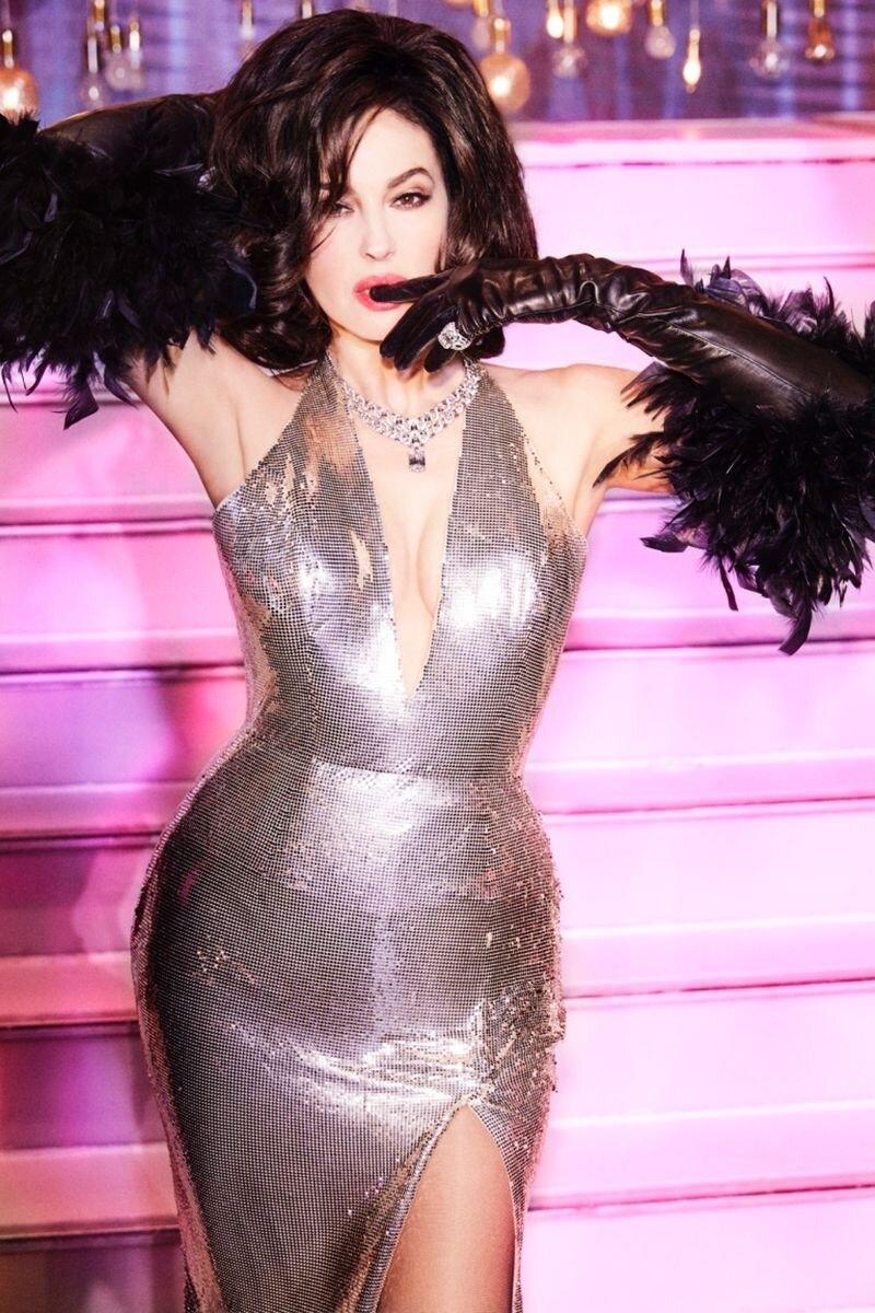 Красивые мужчины, перья и бриллианты: Моника Беллуччи примерила образ кабаре-дивы из культового клипа Мадонны (ФОТО+ВИДЕО) - фото №3