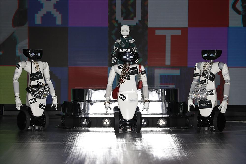 Роботы, поколение Z и киберкультура: Dolce&Gabbana представили новую коллекцию (ФОТО) - фото №6