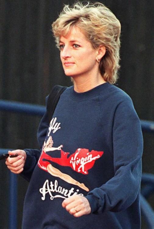 Как стильно носить свитер на примере принцессы Дианы - фото №4