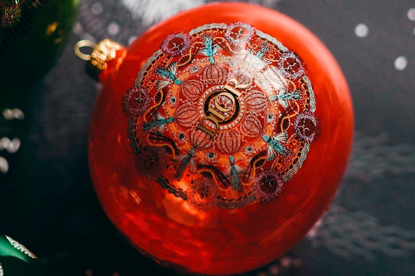 Объект желания: Dior выпустили набор елочных игрушек с изящными орнаментом (ФОТО) - фото №4