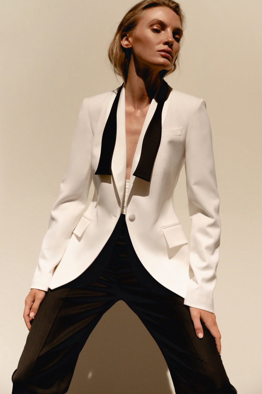 Свежий взгляд на black tie: BEZMEZH представил дебютную коллекцию стильных смокингов (ФОТО) - фото №1