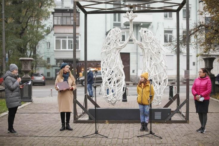 """""""Легені, які говорять"""": у центрі Києва з'явилася інтерактивна скульптура - фото №3"""