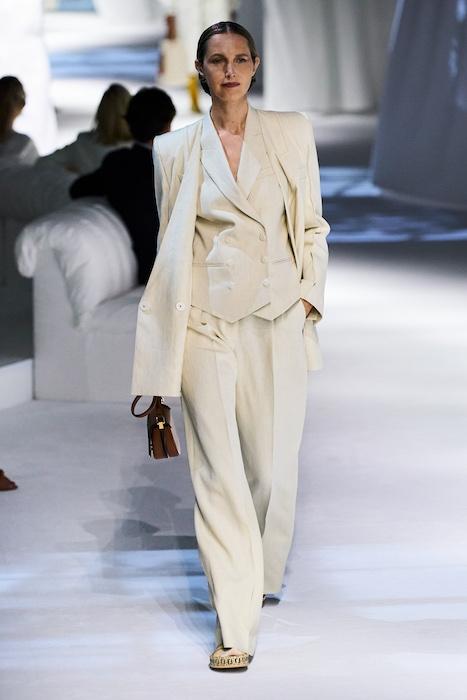 Неделя моды в Милане: Fendi выпустили коллекцию, вдохновленную карантином и пандемией (ФОТО) - фото №7