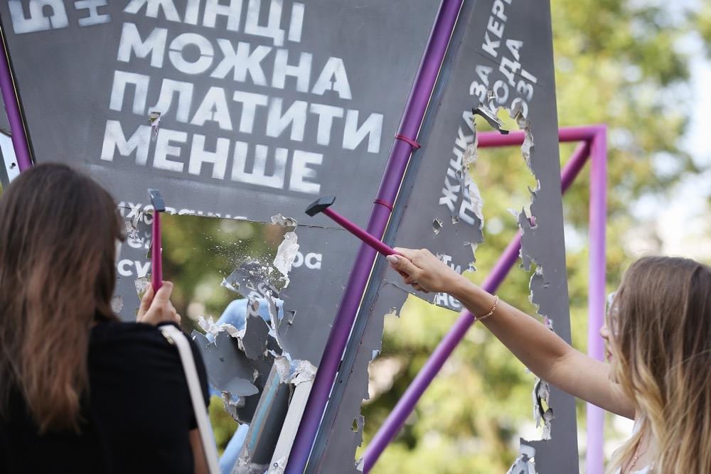 Освободить женщину от стереотипов: в Киеве открылась новая скульптура (ФОТО) - фото №3