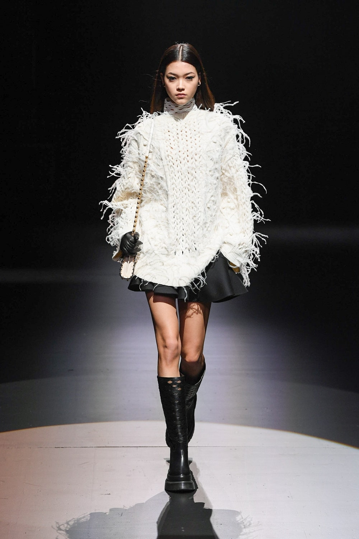 Шоу в пустом театре: Valentino представили новую осенне-зимнюю коллекцию (ФОТО) - фото №3