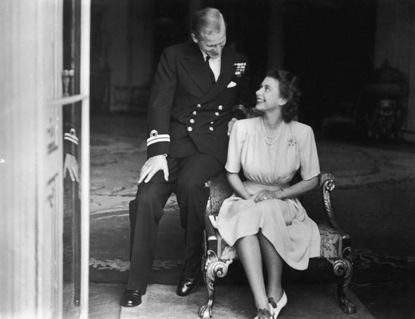 В память о покойном принце Филиппе: биография и архивные фото герцога Эдинбургского - фото №4