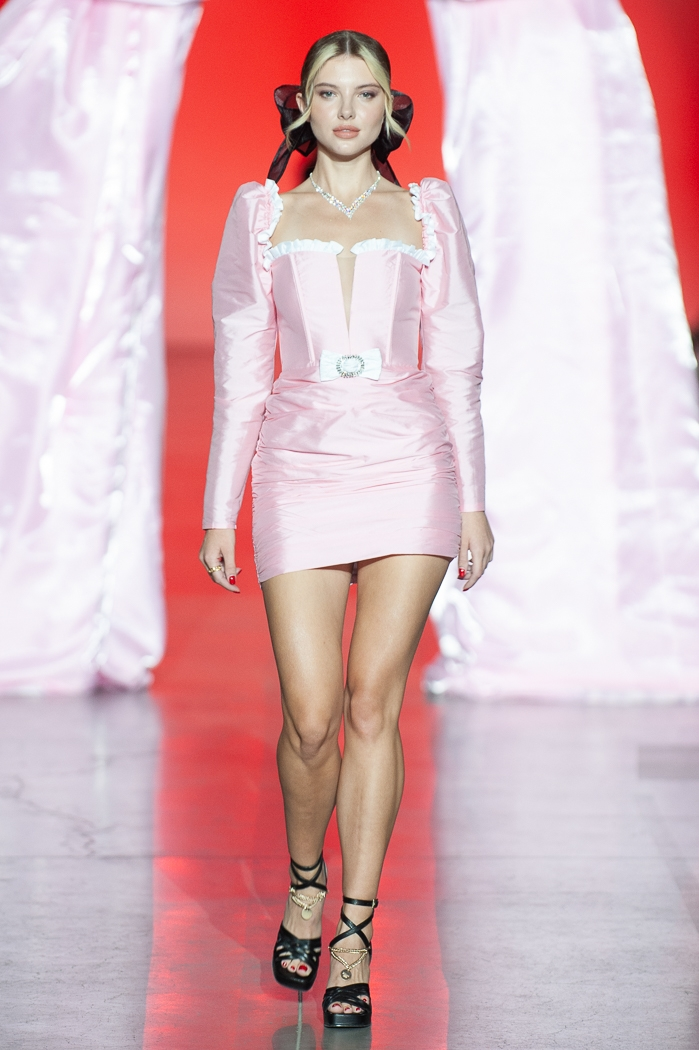 Меньше ткани, больше тела: как прошел второй день Ukrainian Fashion Week noseason sept 2021 - фото №14