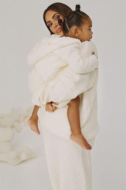 Ким Кардашьян с дочками снялась для своего бренда Skims (ФОТО) - фото №5