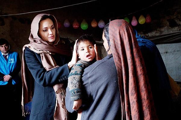Анджелина Джоли завела страницу в Instagram для поддержки афганцев - фото №1