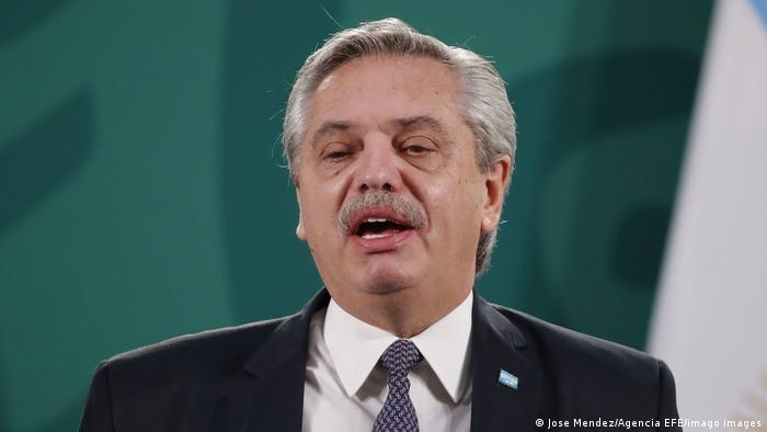 Отказ от бинарности: Аргентина разрешила не указывать стать в паспортах - фото №1