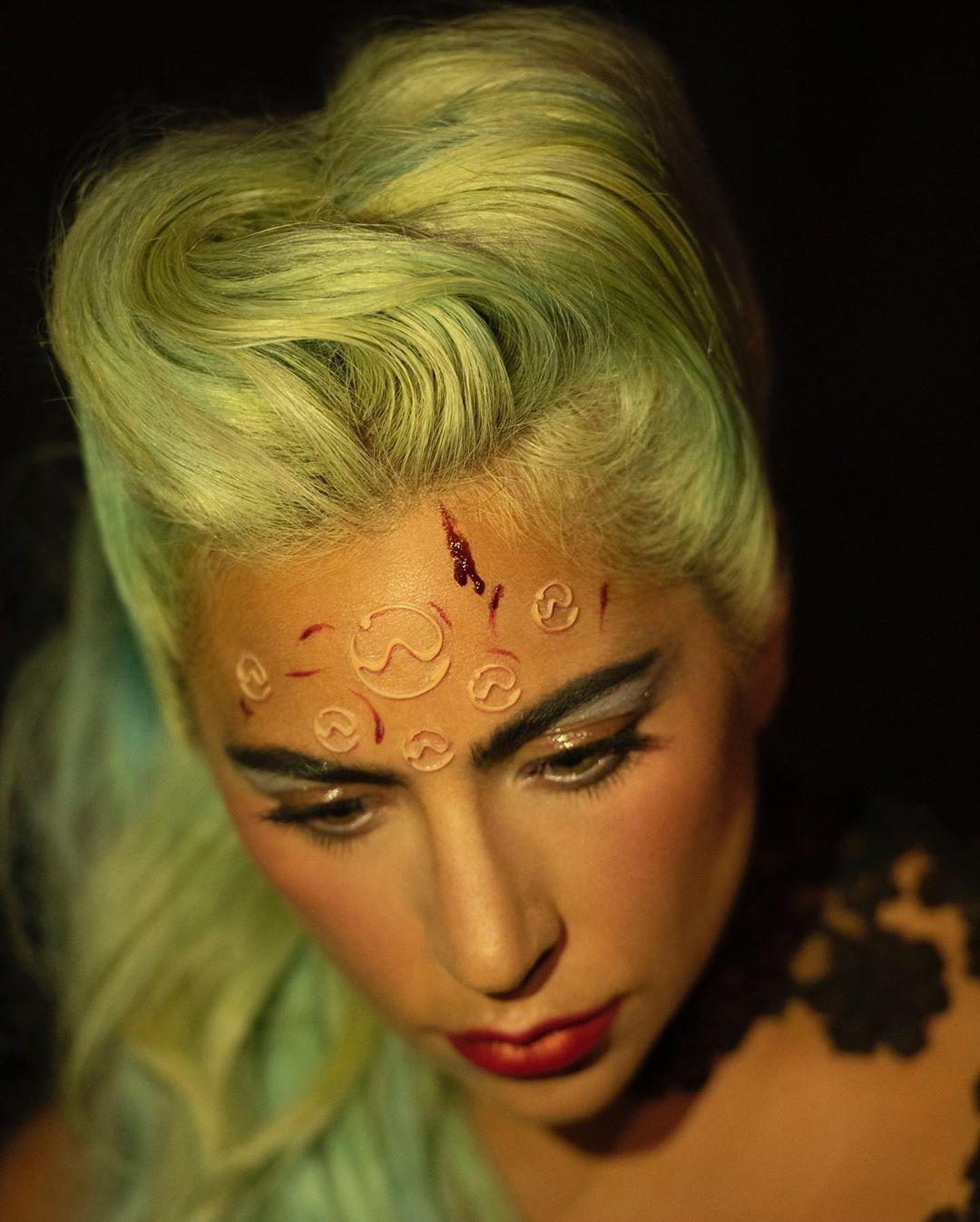 """Леди Гага снимок с клипа """"911"""""""