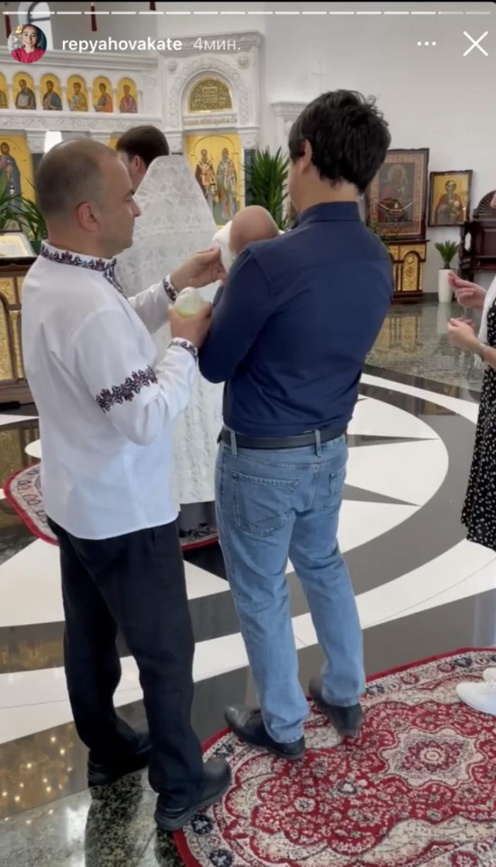 Виктор Павлик и его молодая жена окрестили сына (ФОТО) - фото №4