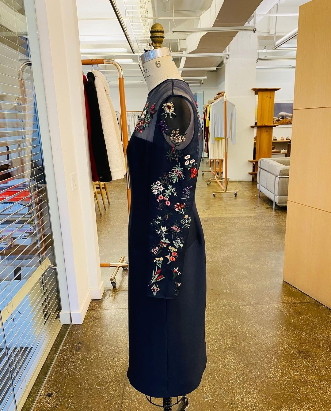 Джилл Байден вышла в свет в элегантном платье с прозрачными вставками (ФОТО) - фото №4