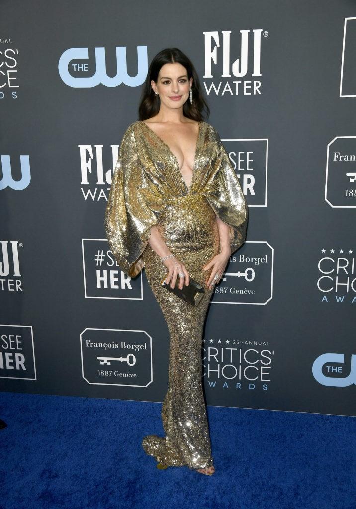 Critics' Choice Awards 2020: самые яркие наряды с красной дорожки - фото №10
