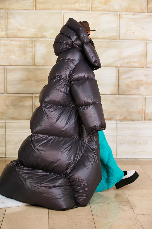 Платье с брюками, сумасшедшие объемы и смелые принты: новая коллекция Marc Jacobs (ФОТО) - фото №6