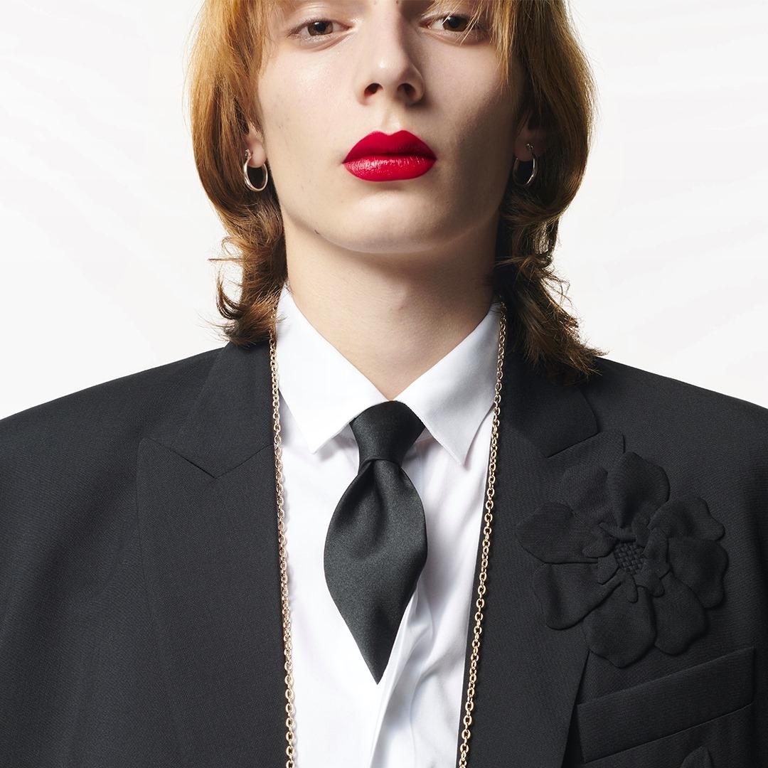 Краота без гендера: Valentino представили первую коллекцию косметики - фото №1