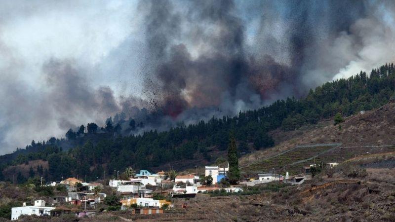 На Канарских островах началось извержение вулкана: жителей экстренно эвакуируют (ФОТО) - фото №2