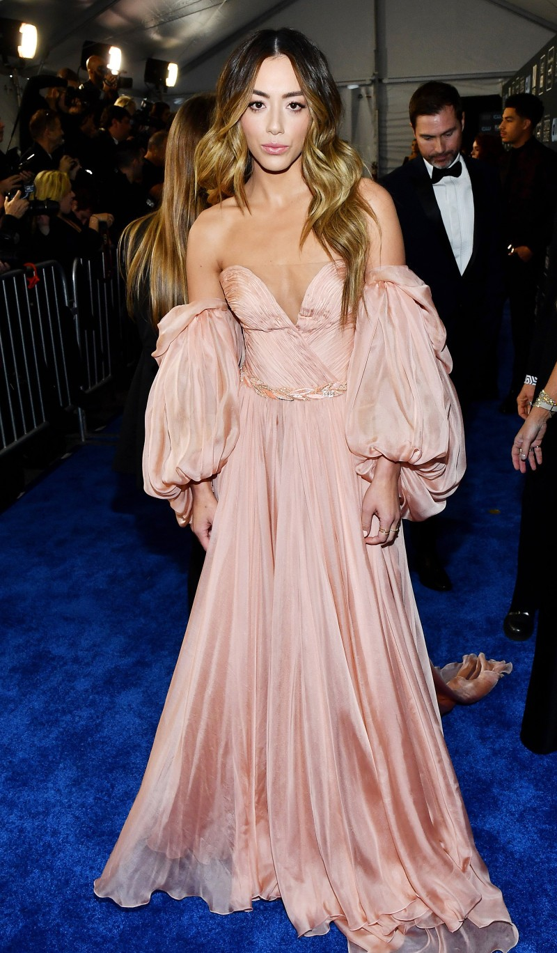 Critics' Choice Awards 2020: самые яркие наряды с красной дорожки - фото №25
