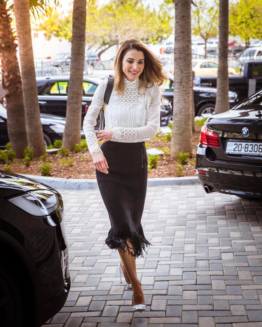 Уроки стиля: королева Иордании, которая не носит хиджаб - фото №10