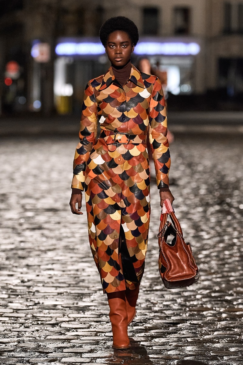 Полосатые пончо и платья из остатков ткани: обзор новой коллекции Chloé (ФОТО) - фото №3