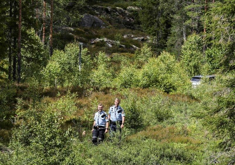 Любовь победит все! Скандинавская пара поженилась на границе Норвегии и Швеции из-за COVID-19 - фото №4