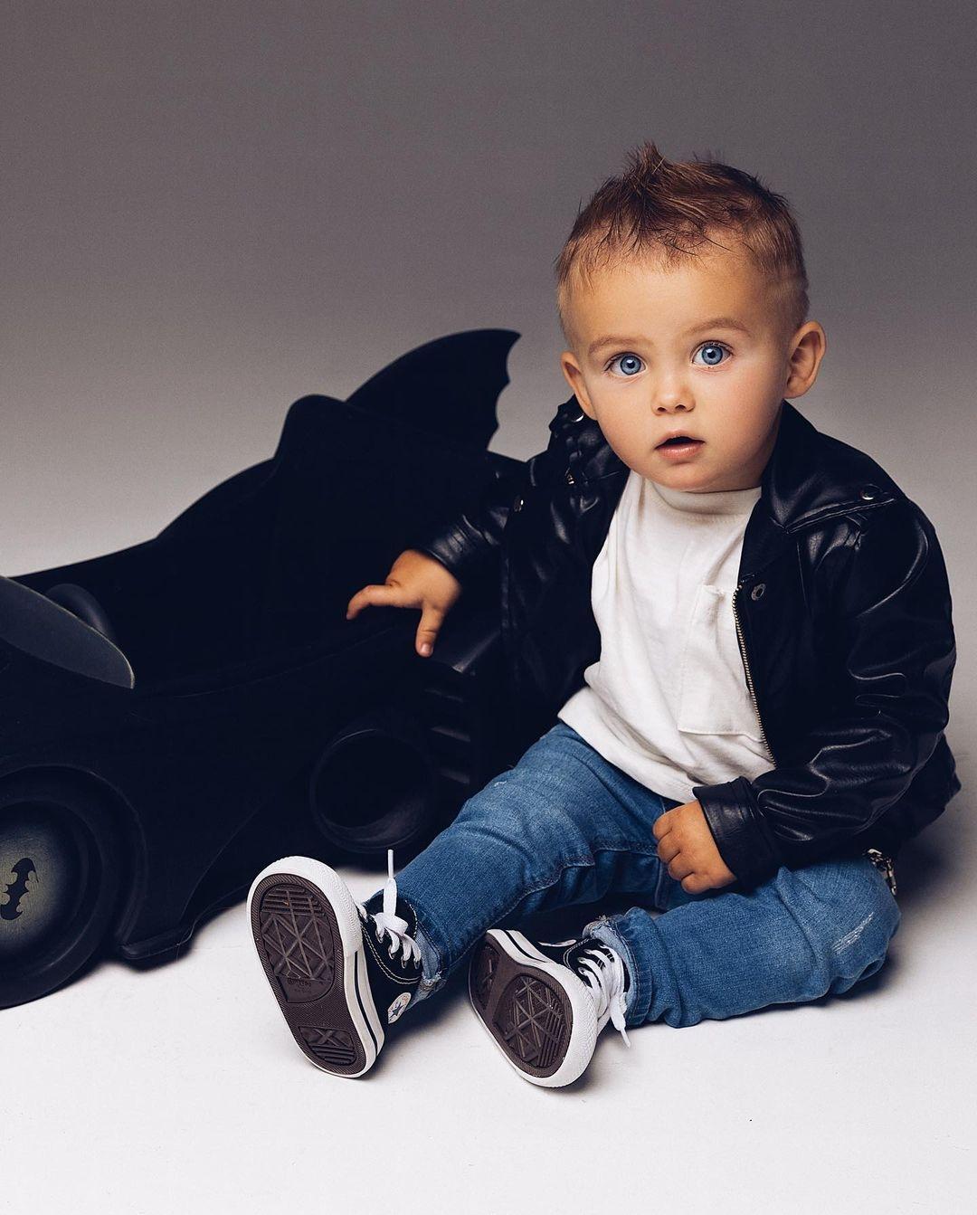 """""""Посмотрите на это милашество"""": подросший сын Оксаны Самойловой снялся в модной фотосессии - фото №2"""