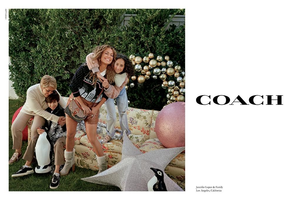 Дженнифер Лопес со своей семьей в рождественской кампании Coach (ФОТО+ВИДЕО) - фото №1