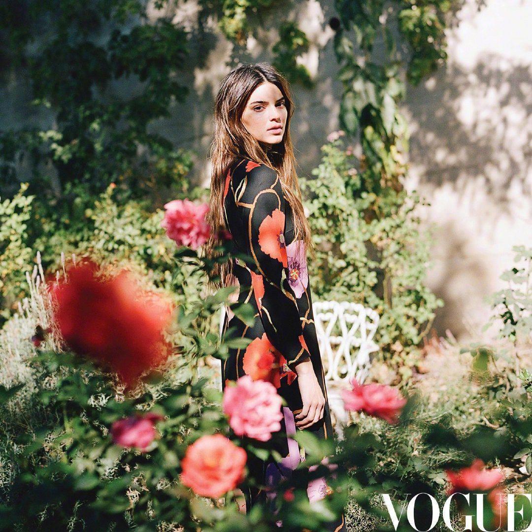 """От молодой модели до лидера стиля"": Кендалл Дженнер снялась для обложки Vogue China (ФОТО) - фото №3"