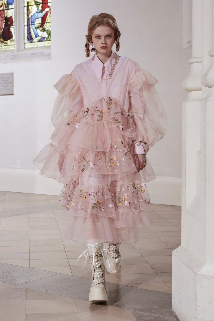 Кружевные платья и куртки-косухи: Simone Rocha представили новую коллекцию (ФОТО) - фото №4