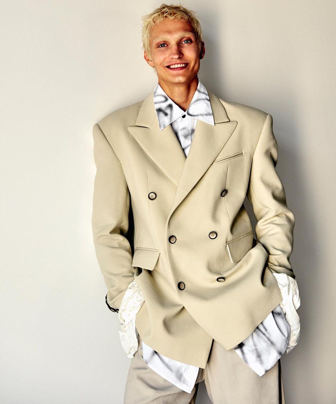 Made in Ukraine: австрийский инфлюэнсер Мартин Емеле в пиджаке украинского бренда Elena Burenina (ФОТО) - фото №3