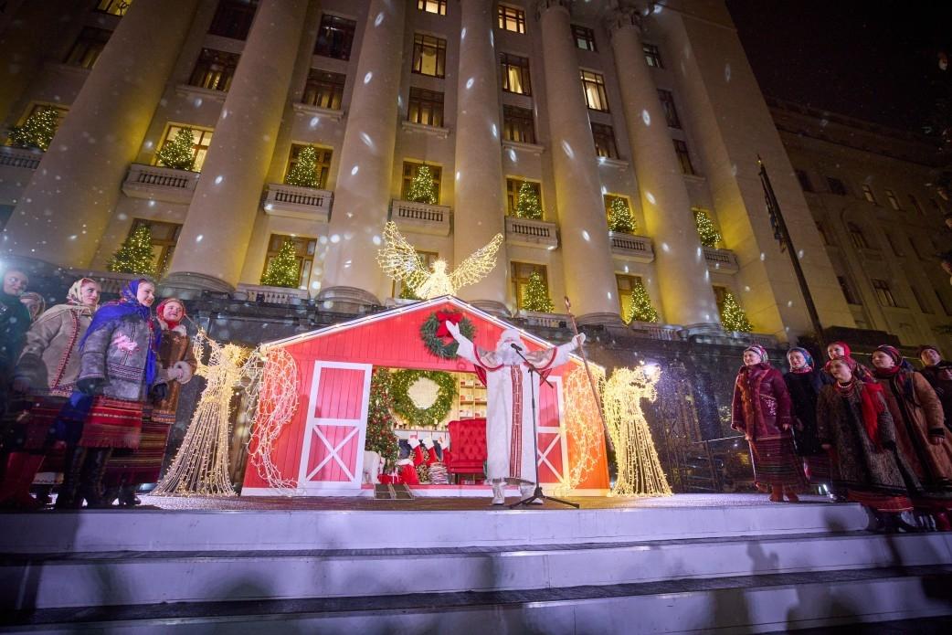 Елена Зеленская показала стильный casual наряд в резиденции Святого Николая на Банковой - фото №2
