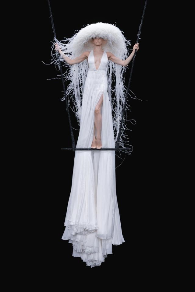 Высокая мода и королевские наряды: новая коллекция Valentino Haute Couture 2021 (ФОТО) - фото №8