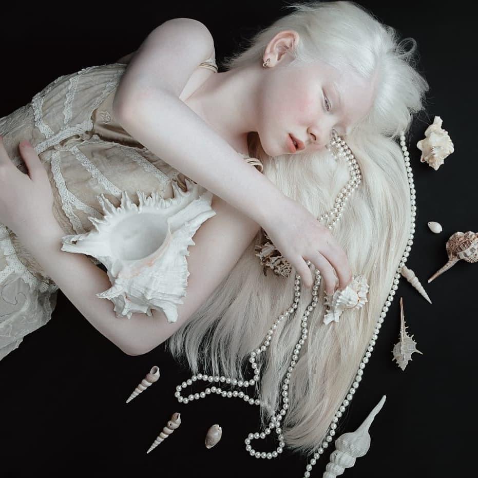 Неземные! Сестры-альбиносы из Казахстана стали востребованными моделями (ФОТО) - фото №5