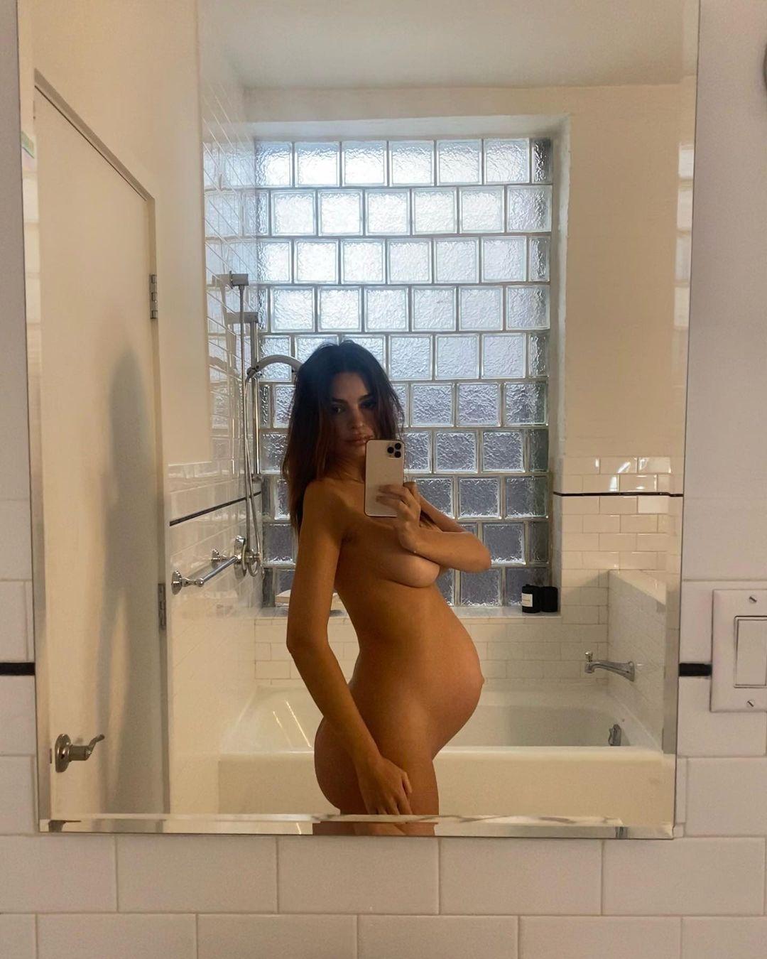 Идеальная фигура: беременная Эмили Ратаковски снялась полностью обнаженной (ФОТО) - фото №2