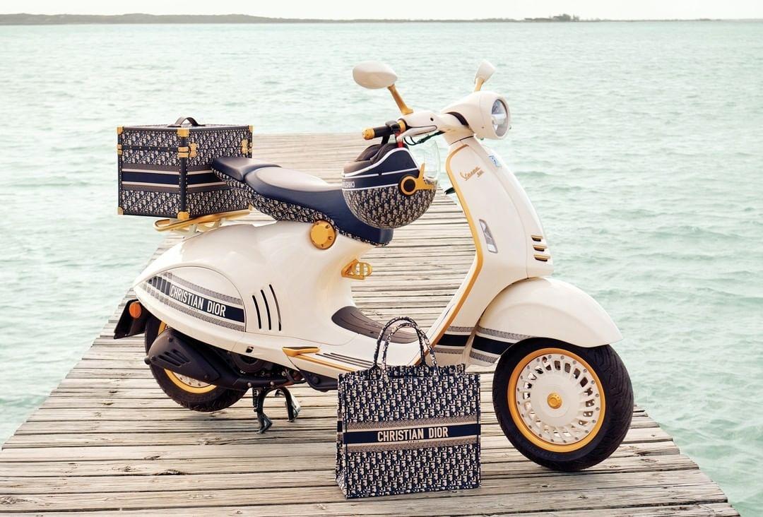 Как у Одри Хепберн! Dior выпустили лимитированную коллекцию скутеров Vespa - фото №1